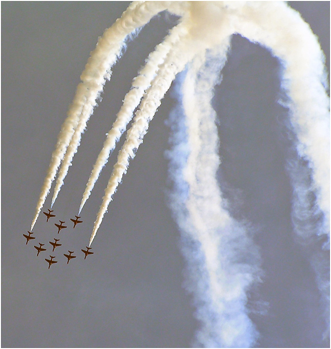 "photo ""Red arrows."" tags: reporting, technics,"