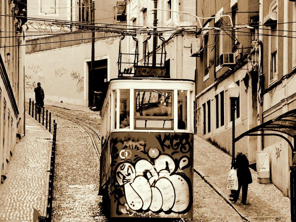 """photo """"""""Elevador da Glória"""""""" tags: street, city,"""