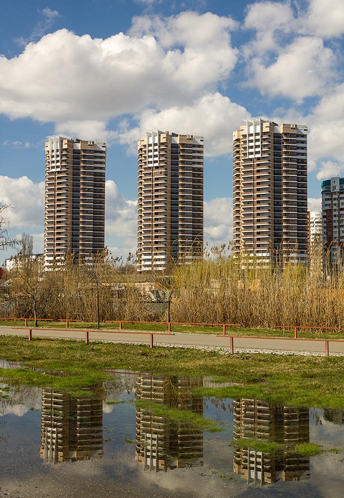 """фото """"Три богатыря"""" метки: архитектура, весна, дома, новостройки, отражение"""