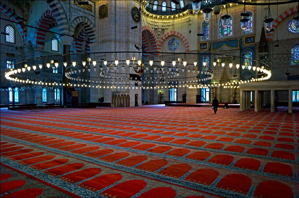 "photo ""Lonely prayers"" tags: interior, Стамбул, Турция, мечеть"