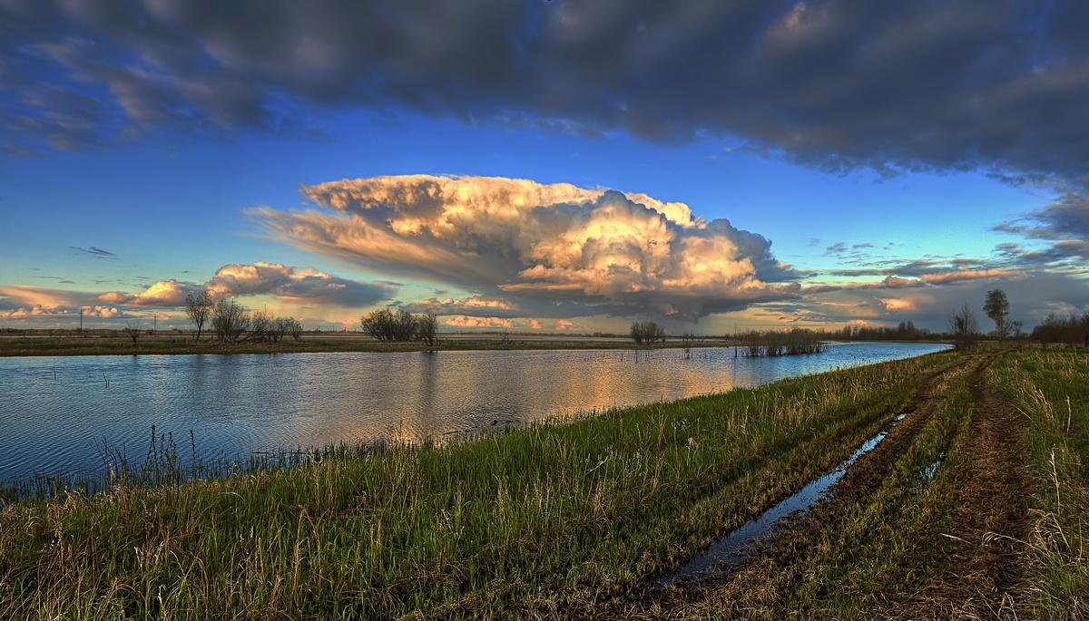 """фото """"Весенние небеса"""" метки: пейзаж, природа, весна, вечер, вода, небо, облака, река"""