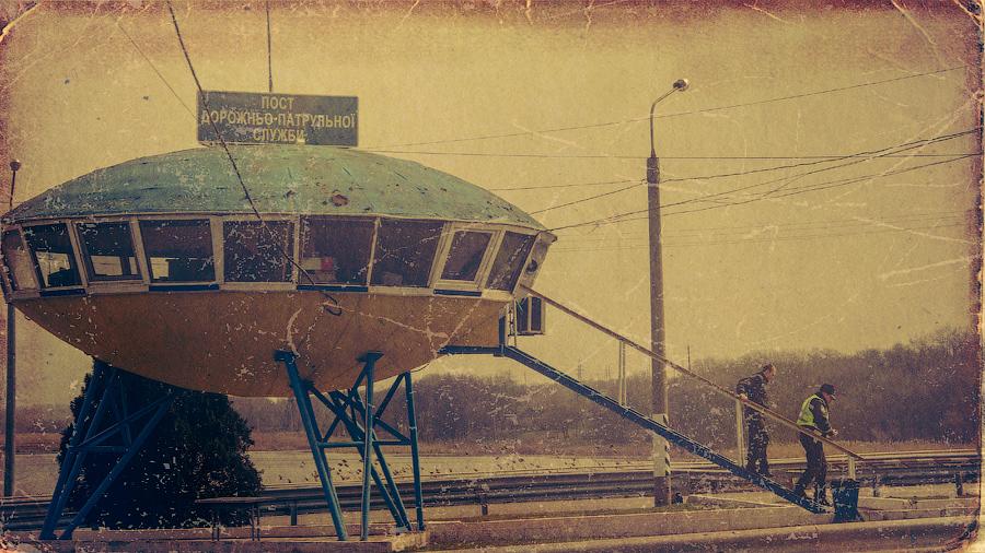 """фото """"захватчики НЛО"""" метки: архитектура, digital art, пейзаж, дорога, жизнь людей, работа"""