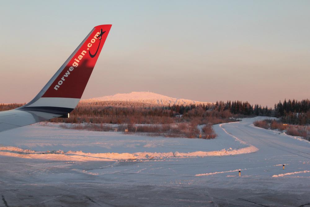"""фото """"Взлетно-посадочная"""" метки: путешествия, самолёт"""