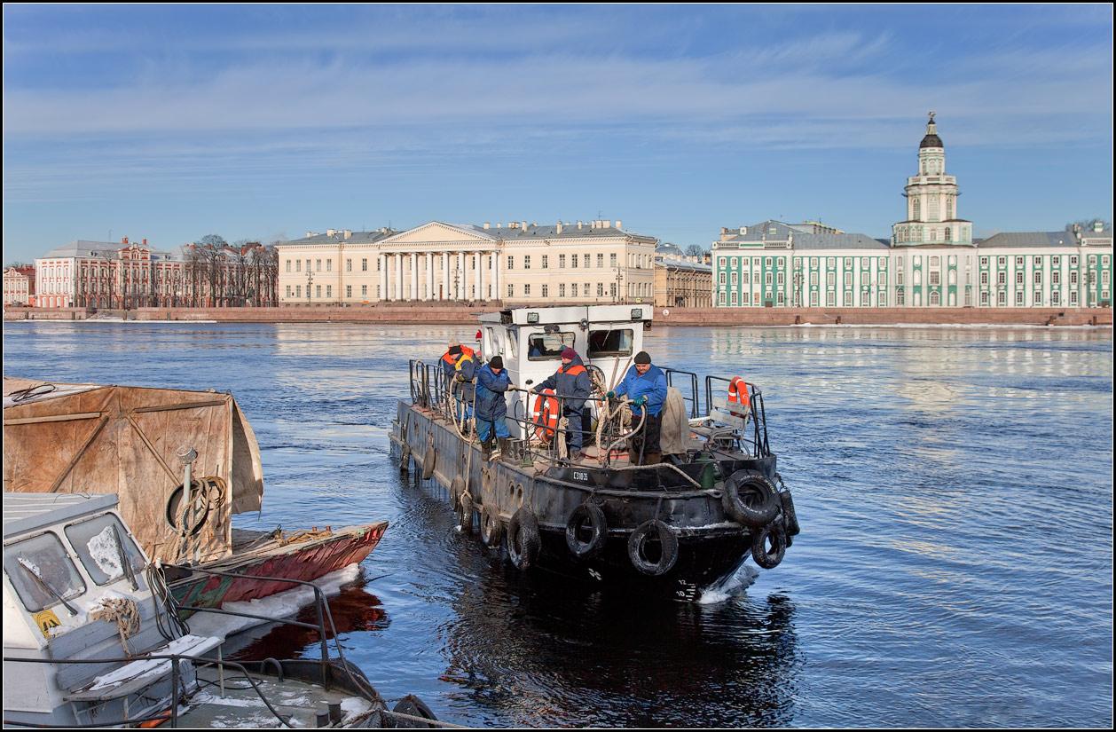 "photo ""Neva working"" tags: city, genre, street,"