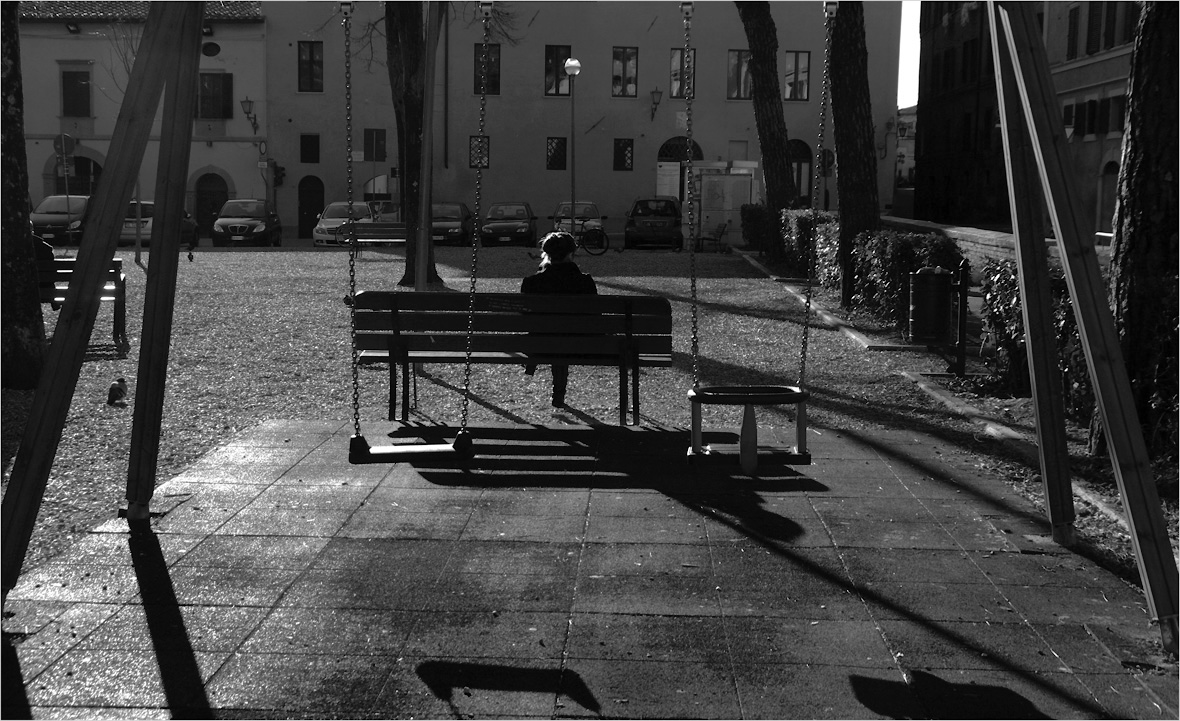 "photo ""The yard"" tags: city, street, black&white,"