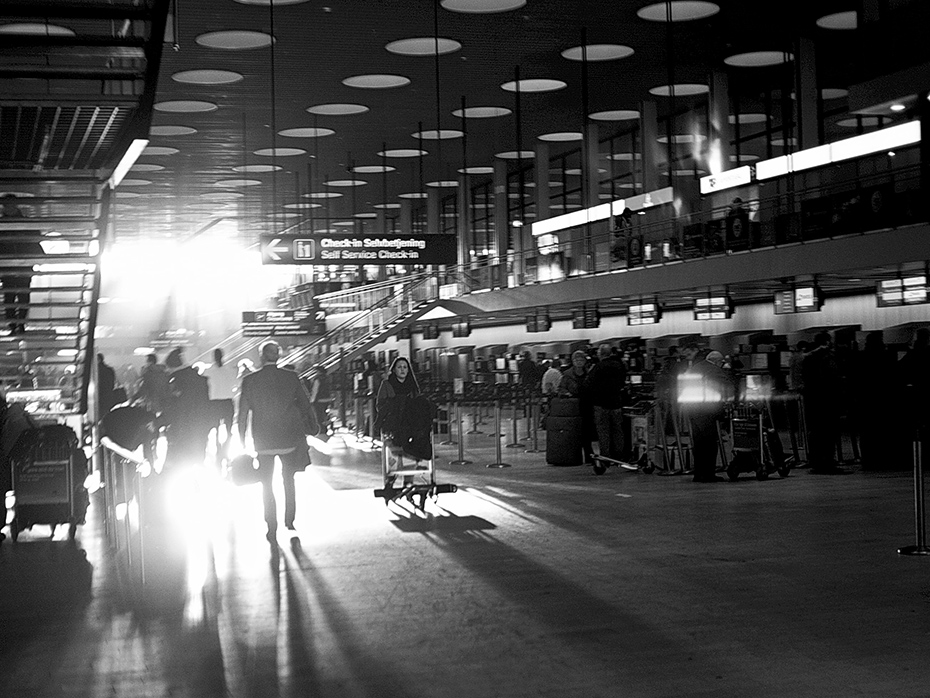 "photo ""The Airport"" tags: travel, reporting, black&white,"