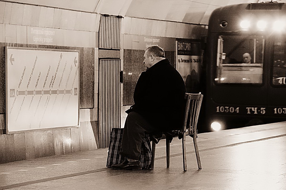 "фото ""ОЖИДАНИЕ"" метки: репортаж, метро, мужчина, стул"