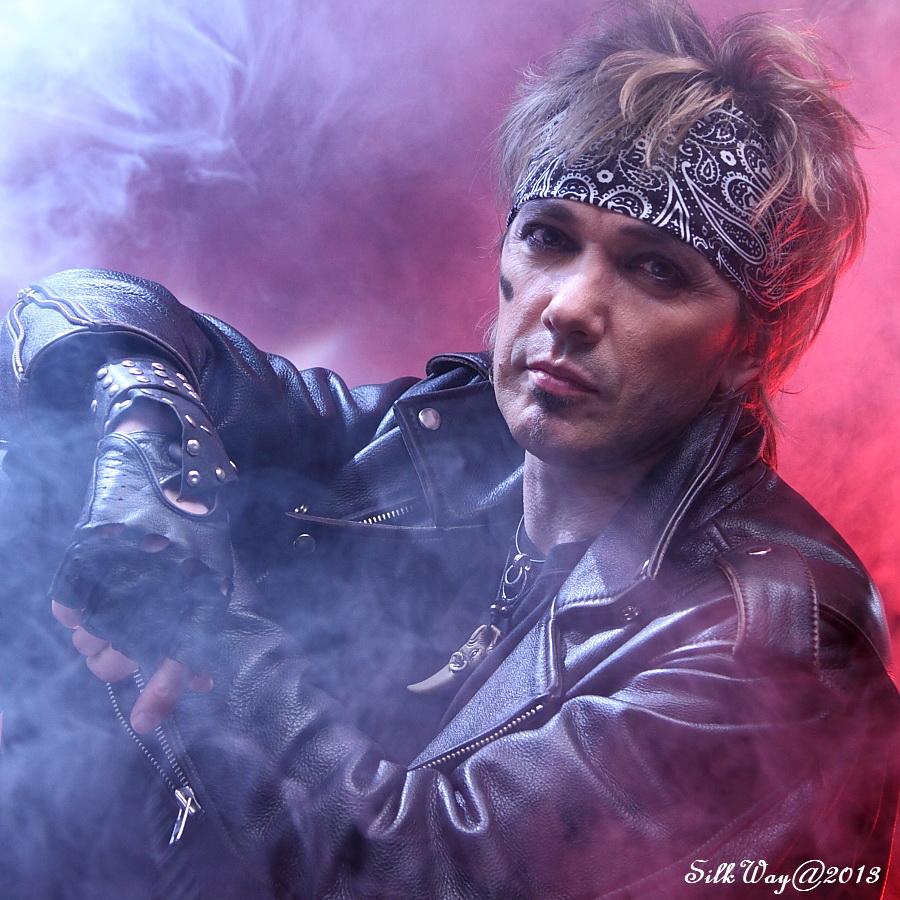 "photo ""***"" tags: portrait, думы, мечты, музыкант, рок, рок музыкант"