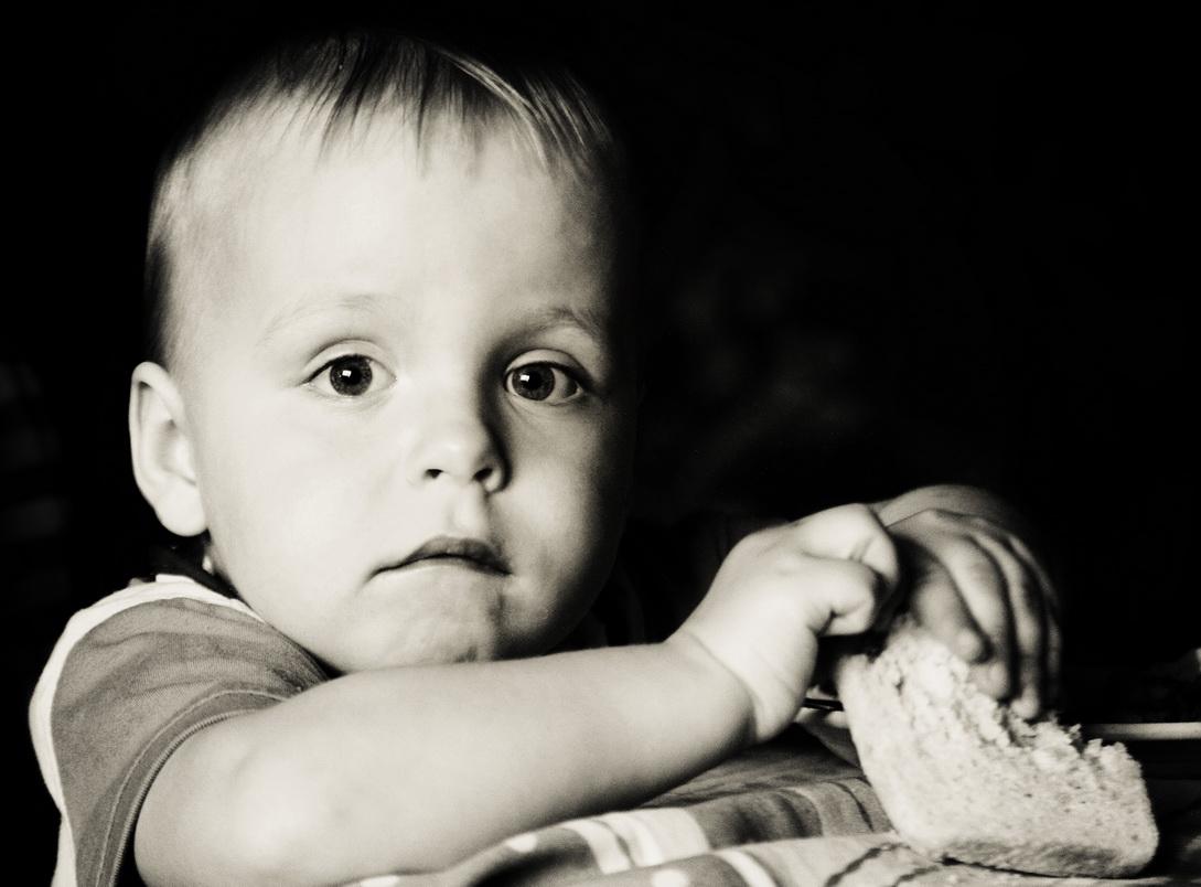"photo ""hunger"" tags: portrait, black&white, children"
