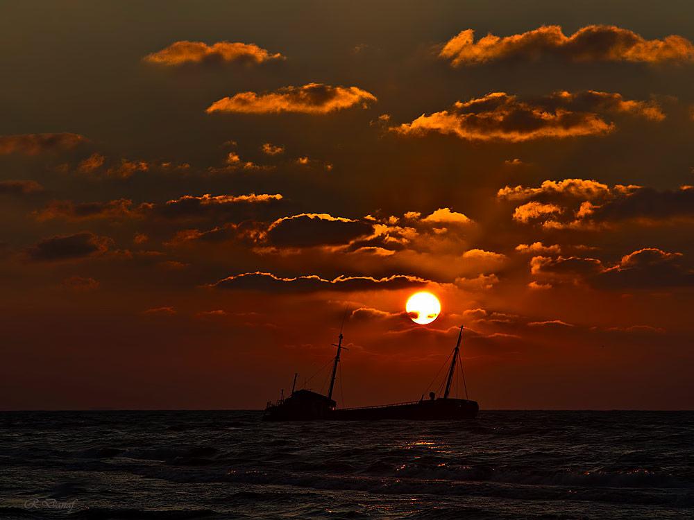 """фото """"Ship wreck 3"""" метки: путешествия, пейзаж, sea, Африка, закат, облака"""