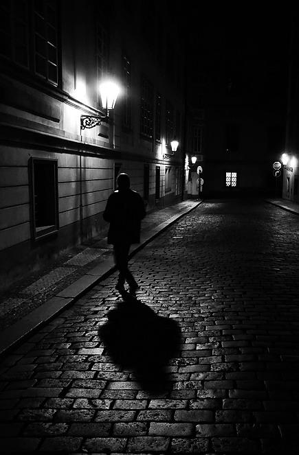 """фото """"Hочной пешеход"""" метки: черно-белые, Prag, Praha, Прага"""