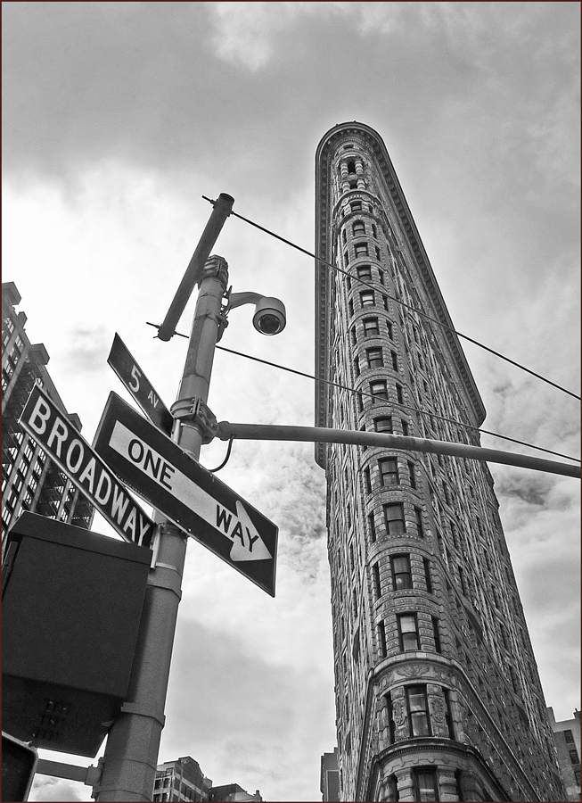 "photo ""Intersection"" tags: black&white, fragment, New York City"