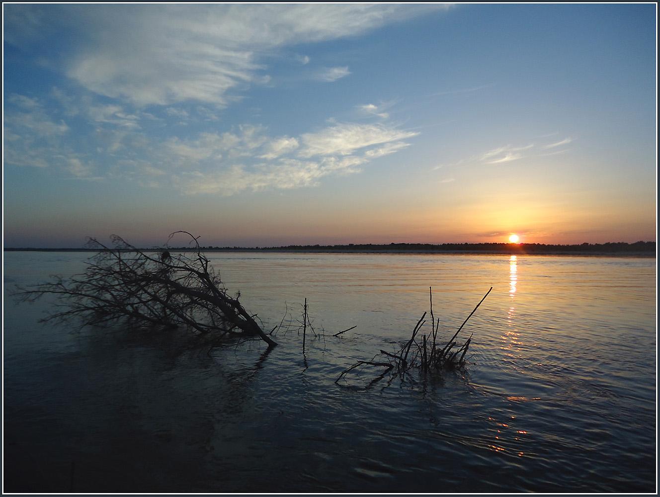 """фото """"Уходящий за Волгу октябрьский день ..."""" метки: пейзаж, путешествия, природа, вода, закат, облака, осень, река"""