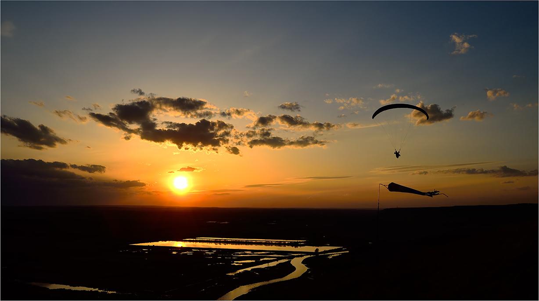 """фото """"***"""" метки: спорт, пейзаж, весна, вечер, вода, закат, небо, облака, отражения, параплан, река, солнце"""