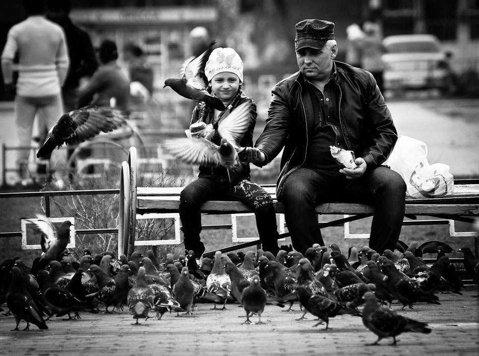 "photo ""***"" tags: reporting, street, black&white, children, park, people, spring, отдых, птицы"