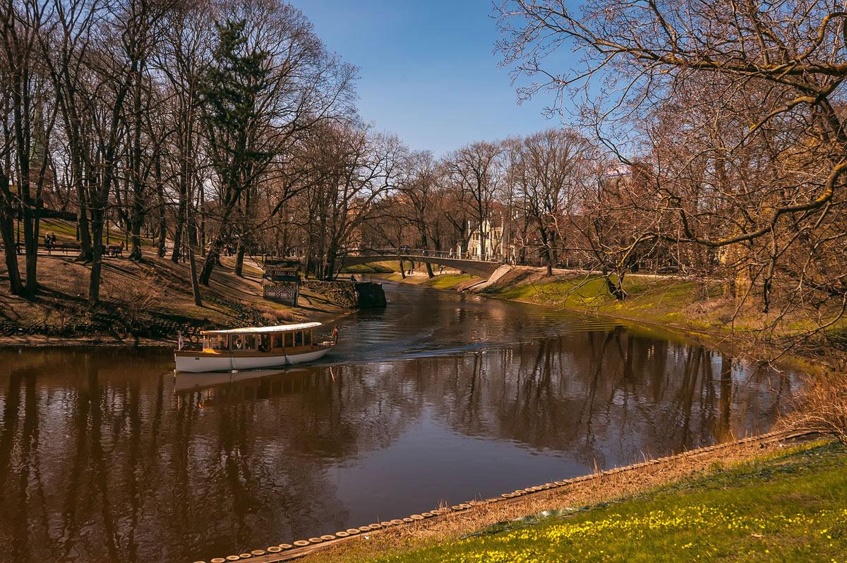 "фото ""Весенняя..."" метки: пейзаж, город, весна, вода, деревья"