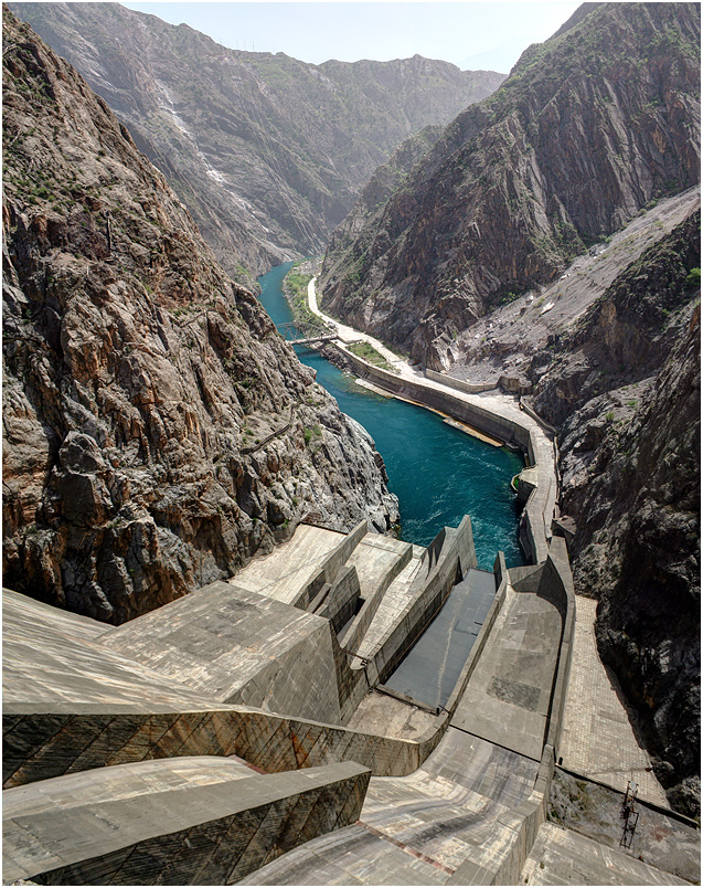"photo ""Toktogul HPS"" tags: travel, nature, architecture, Asia, mountains, river, road, rocks, stone, water, ГЭС, Нарын, Токтогул, бетон, водосброс, гидроэлектростанция, киргизия, кыргызстан, плотина, тянь-шань"
