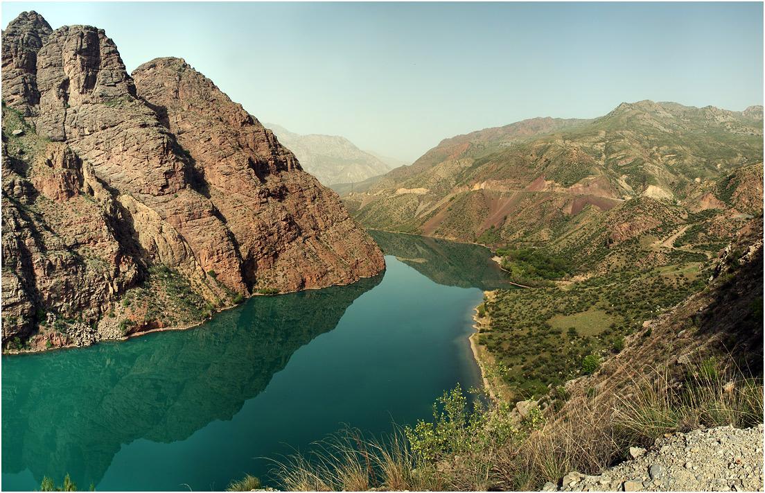 """фото """"Великий Нарын"""" метки: пейзаж, природа, путешествия, Азия, Нарын, бирюза, весна, вода, горы, зелень, киргизия, кыргызстан, отражение, река, скалы, тянь-шань"""