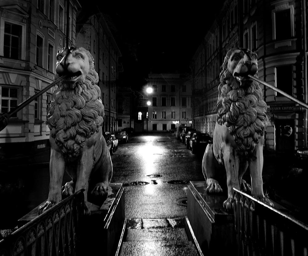 "фото ""И тишина..."" метки: город, черно-белые,"