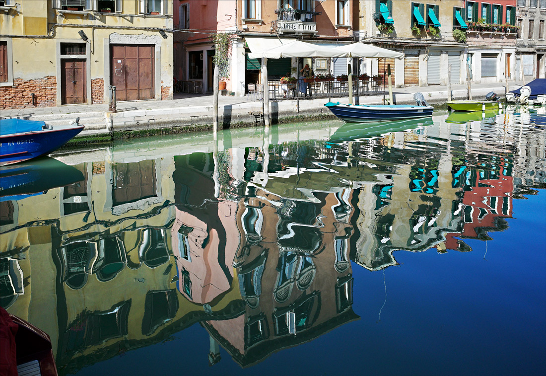 "photo ""Colorful Venice"" tags: fragment, Italy, Venice, reflections, каналы"