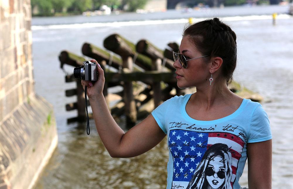 """photo """"***"""" tags: genre, девушка фотограф"""
