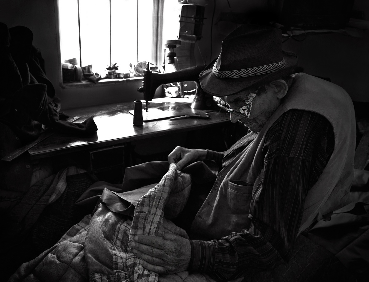 "photo ""Old tailor"" tags: black&white,"