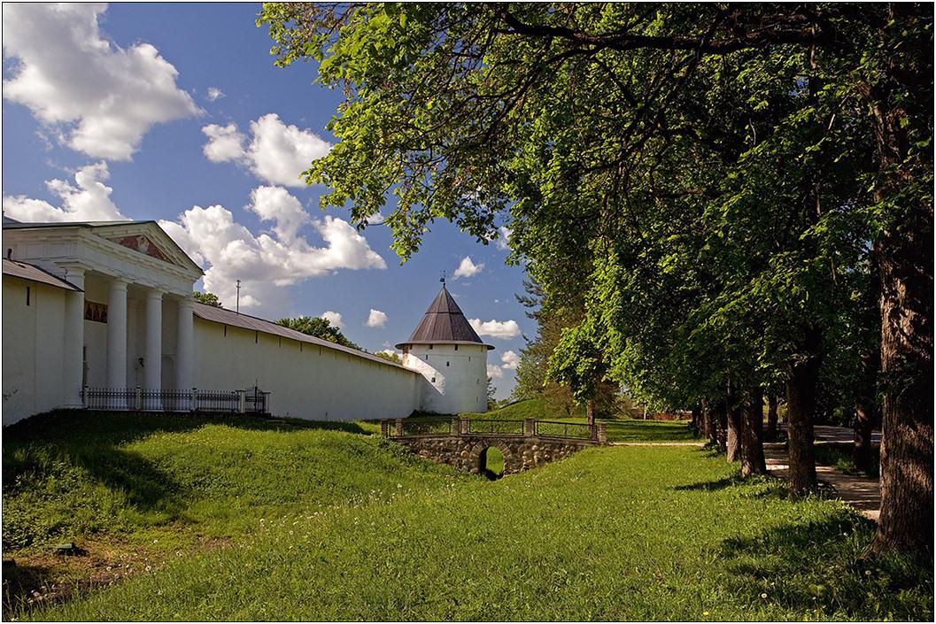 "фото ""Печоры"" метки: архитектура, май, монастырь, мостик"