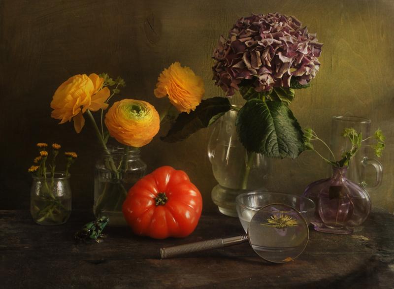"""фото """"Реквизит для натюрморта"""" метки: натюрморт, лупа, помидоры, цветы"""