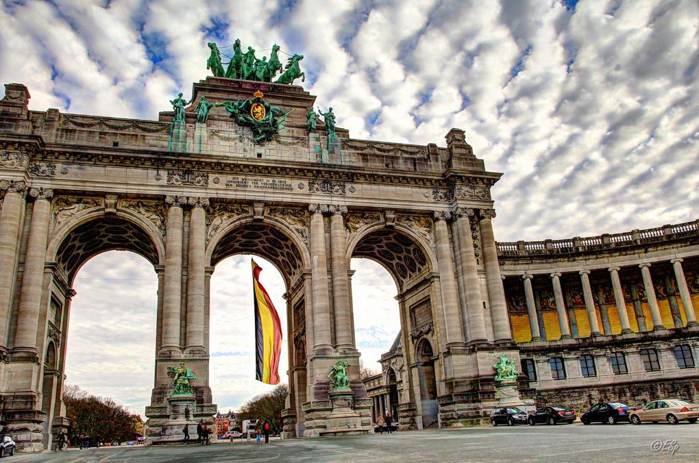 """фото """"Parc du Cinquantenaire"""" метки: архитектура, путешествия, пейзаж, Cinquantenaire, Брюссель, небо, парк, триумфальная арка"""