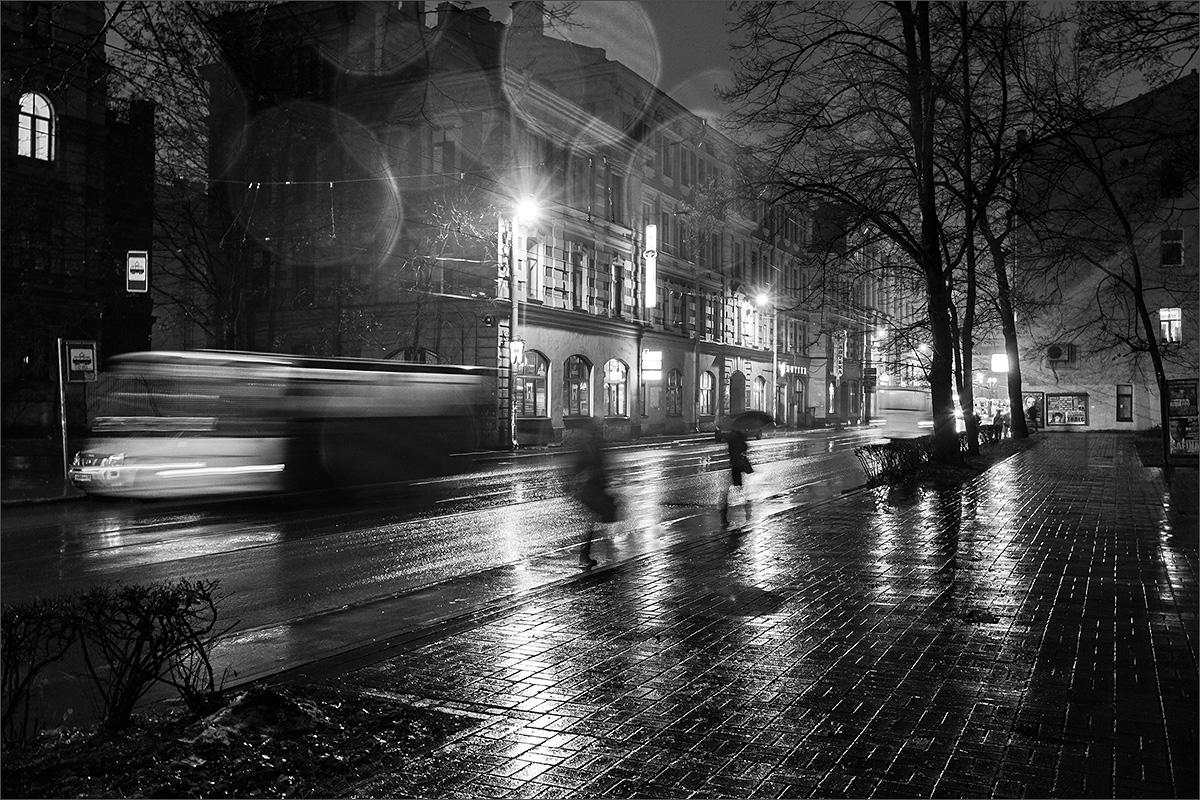 "photo ""***"" tags: city, black&white, St. Petersburg, rain"
