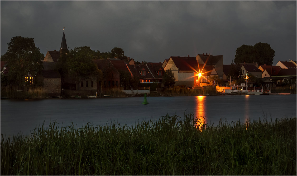 "фото ""Берега..."" метки: пейзаж, архитектура, foto liubos, havel, Европа, бранденбург, вечер, вода, германия, река"
