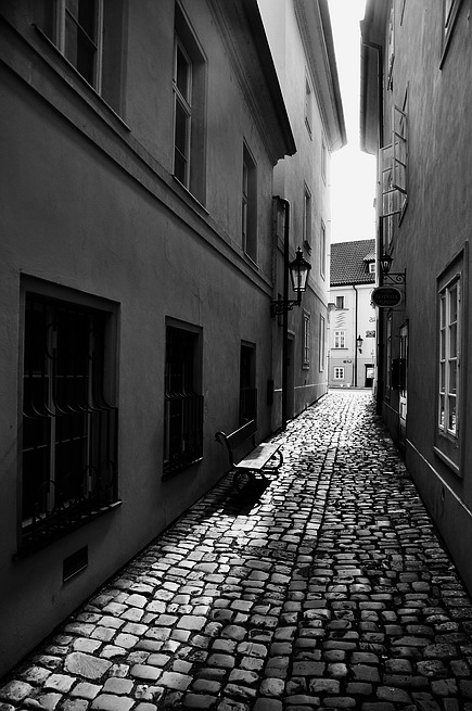 "photo ""Yтренняя улочка"" tags: black&white, Prag, Prague, Praha"