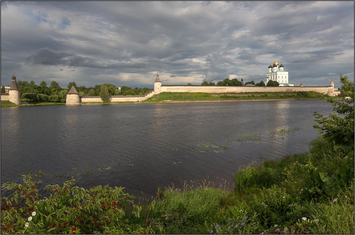 "фото ""Вид на Псковский Кремль"" метки: пейзаж, архитектура,"