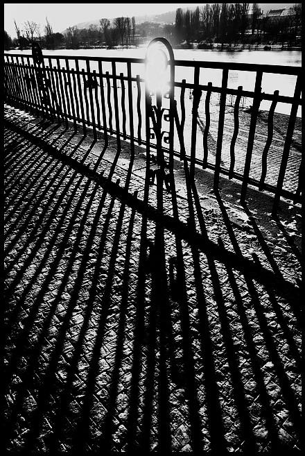 """photo """"Перила и тени"""" tags: black&white, Prag, Prague, Praha"""