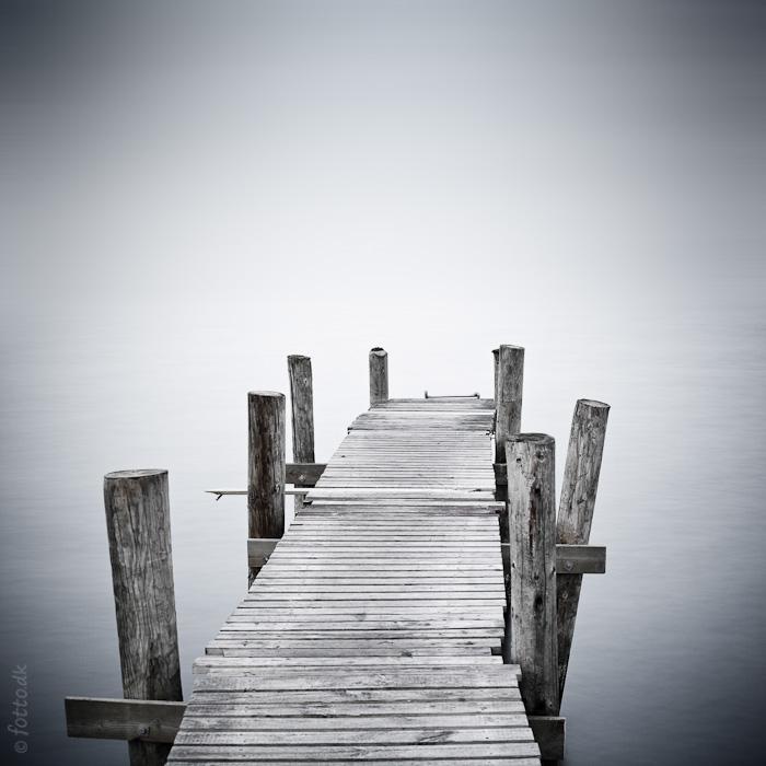 "photo ""***"" tags: landscape, black&white, genre, sea, дания, мостки, фьорд"