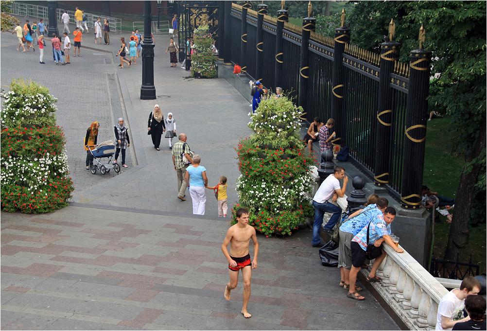 """фото """"Москва. Центр. +40С"""" метки: стрит-фото, лето, люди"""