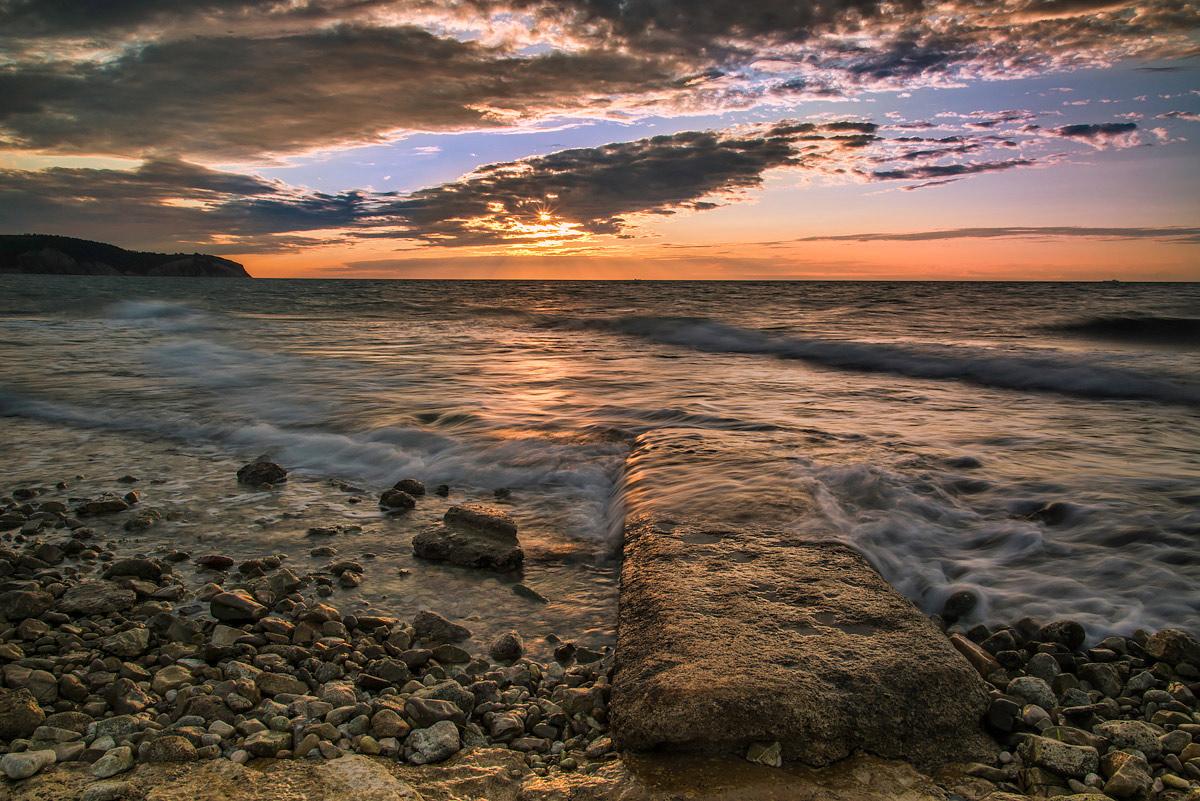 "photo ""Waves"" tags: landscape, nature, Izola, Slovenia, Slovenija, clouds, evening, sea, sky, sunset, waves"