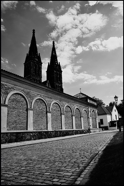 "photo ""Башне и улица"" tags: black&white, Prag, Prague, Praha"