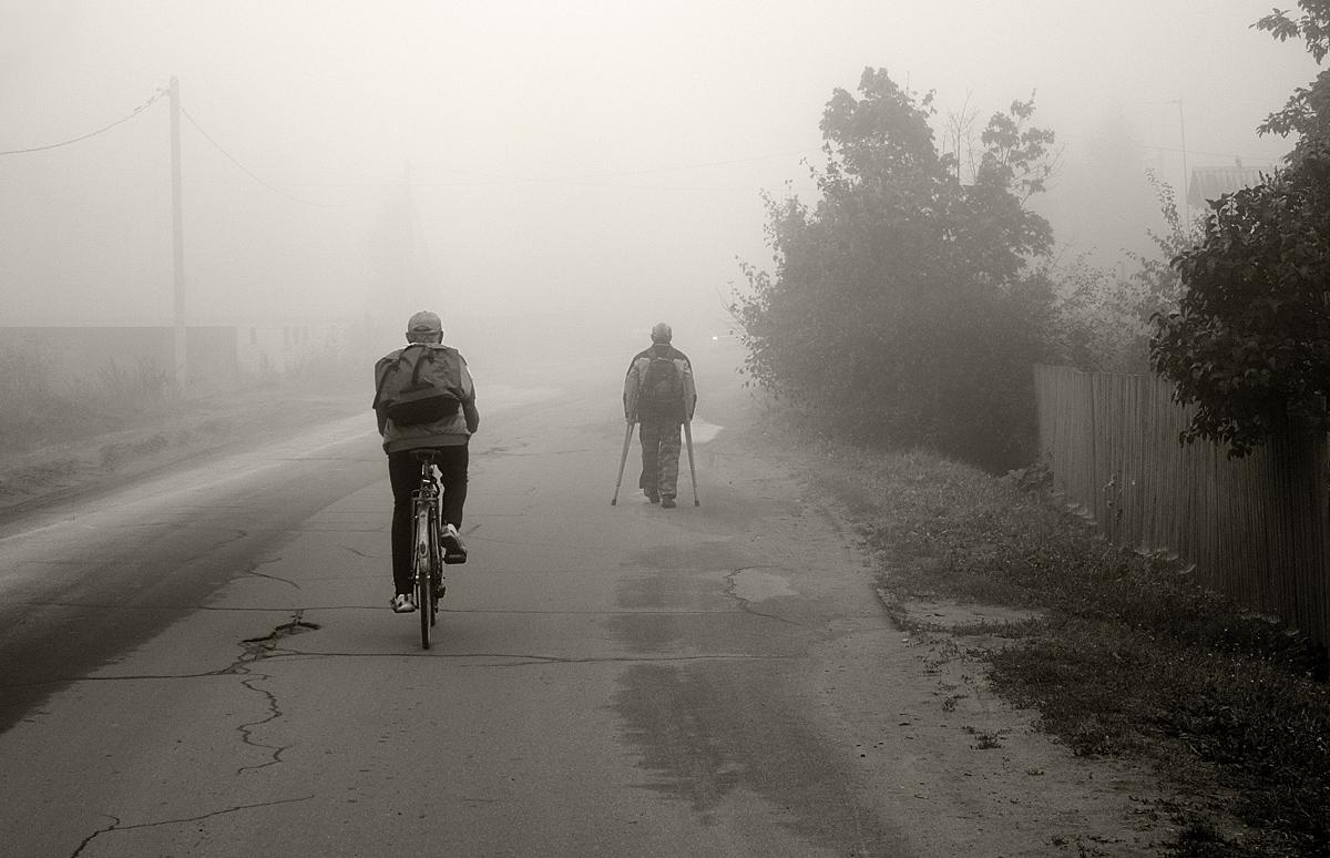 """фото """"В утреннем тумане"""" метки: черно-белые, стрит-фото,"""