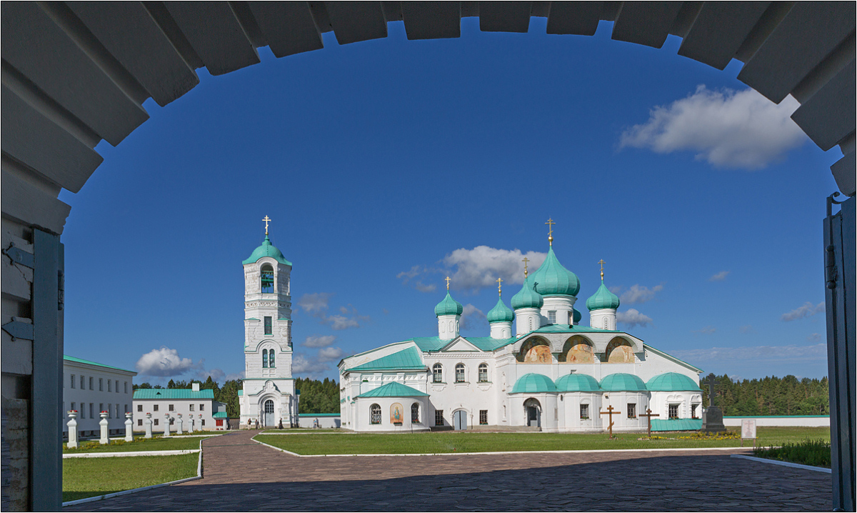 """photo """"Cathedral of the Transfiguration"""" tags: architecture, clouds, summer, монастырь"""