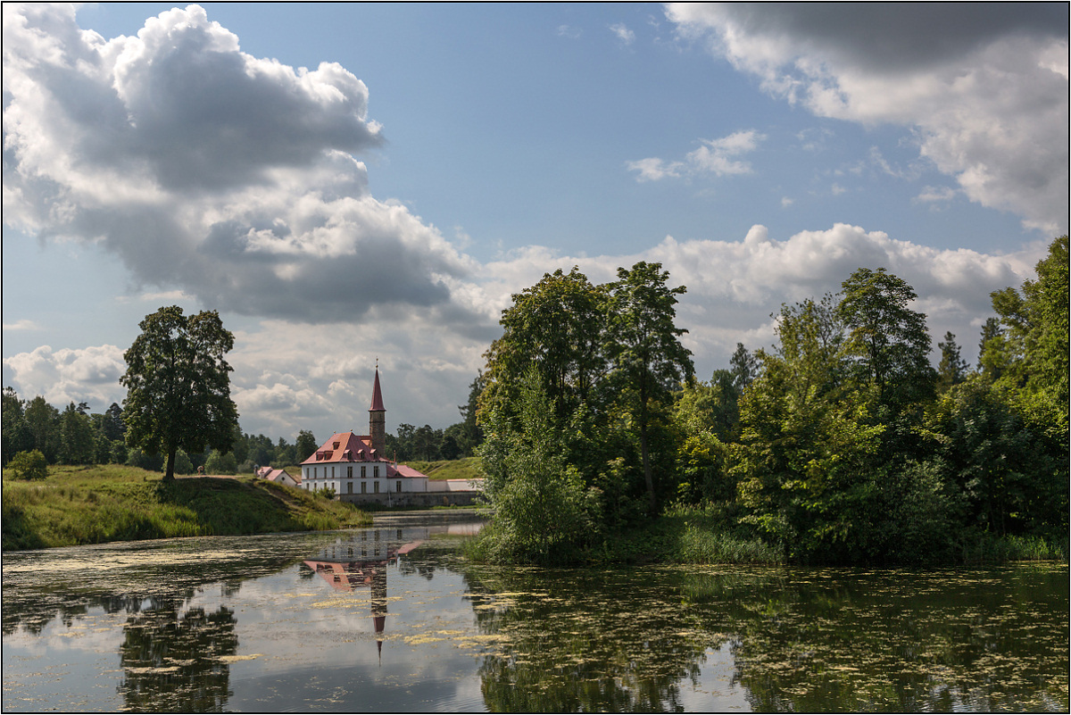 "фото ""Тучи над Приоратом"" метки: пейзаж, архитектура, Гатчина, лето, облака, озеро"