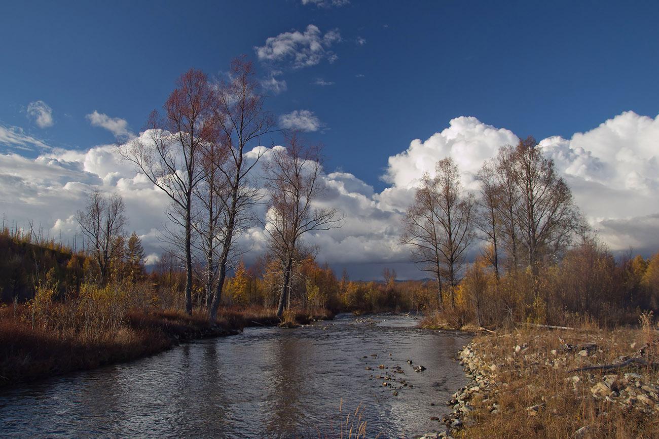 "фото ""Осень на речке ""Красавица"""" метки: пейзаж, Колыма, небо, облака, река"