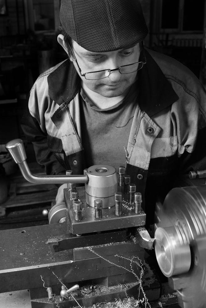 """фото """"Автопортрет на работе"""" метки: портрет, репортаж, Завод, Токарь, мастерская, производство, работа, работяга, токарный станок"""