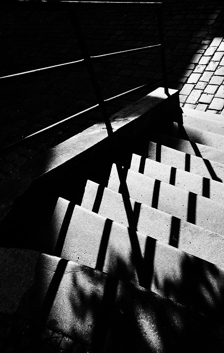 "фото ""Перила,  тени и лестница"" метки: черно-белые, Prag, Praha, Прага"