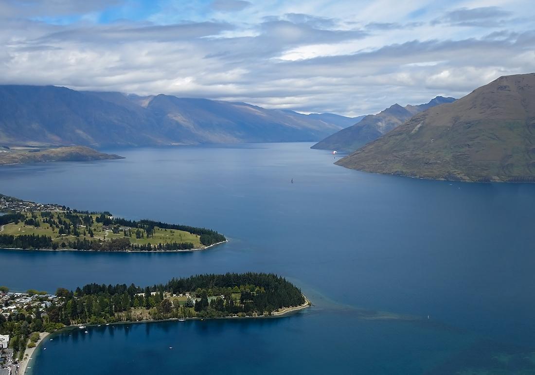 """фото """"Lake Wakatipu"""" метки: пейзаж, New Zealand, blue, view, вода, небо, облака, озеро"""