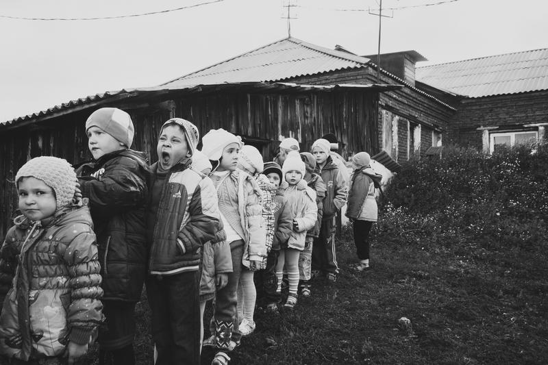 """фото """"Morning"""" метки: жанр, черно-белые, стрит-фото, дети, чб"""
