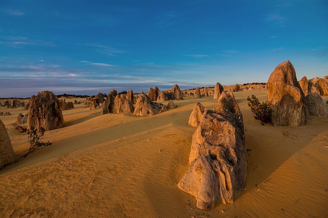 """фото """"Закат в пустыне"""" метки: пейзаж, Sand, desert, pinnacles, закат, небо, облака, скалы"""