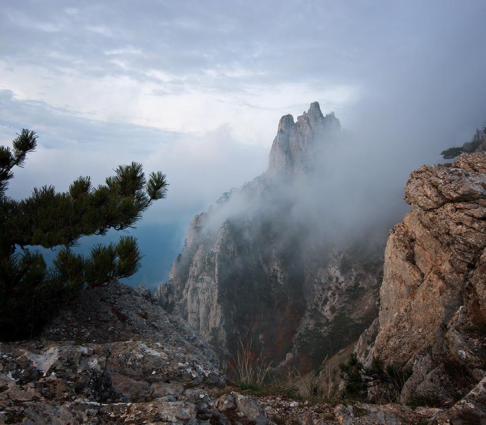 """фото """"В облаках.."""" метки: пейзаж, Ай-Петри, Крым, горы, облако, осень, рассвет, скалы"""