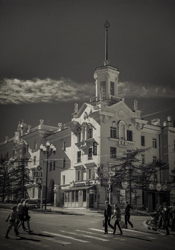 "фото ""Магадан.ул.Ленина"" метки: город, стрит-фото, черно-белые,"