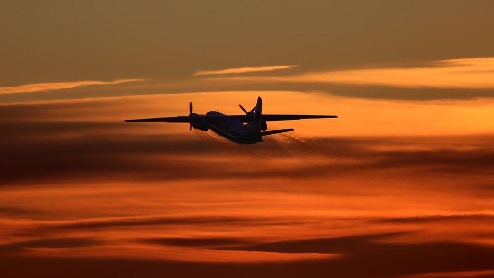 """фото """"В вечернее небо"""" метки: техника, закат, самолёт"""